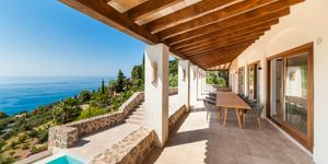 Completely renovated property with sea views in Deiá (Thumbnail 9)