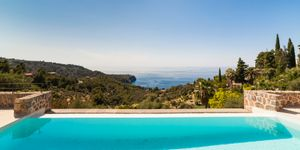 Completely renovated property with sea views in Deiá (Thumbnail 1)