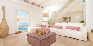 Completely renovated property with sea views in Deiá (Thumbnail 3)