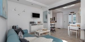 Renovated apartment with sea views in Cala Fornells (Thumbnail 3)