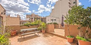 Partly renovated apartment with terrace in Palma de Mallorca (Thumbnail 1)