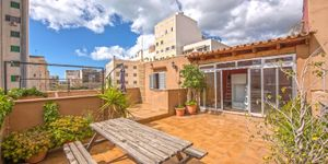 Partly renovated apartment with terrace in Palma de Mallorca (Thumbnail 2)