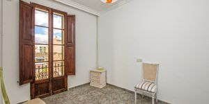Partly renovated apartment with terrace in Palma de Mallorca (Thumbnail 9)