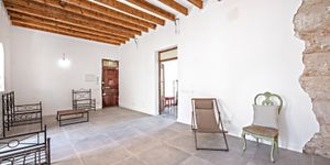 Partly renovated apartment with terrace in Palma de Mallorca (Thumbnail 4)