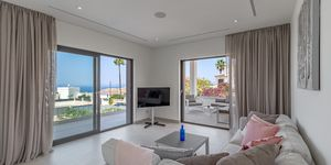 Newly built terraced house with pool and amazing sea view (Thumbnail 4)