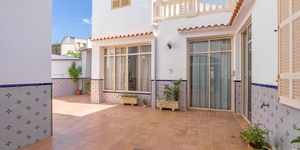 Townhouse in Felanitx - centrally located manor house with courtyard (Thumbnail 1)
