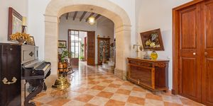 Townhouse in Felanitx - centrally located manor house with courtyard (Thumbnail 2)