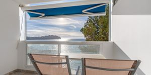 Holiday home in first sea line for sale (Thumbnail 1)