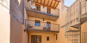 Renovated townhouse with lots of charm in a central location of Llucmajor (Thumbnail 4)