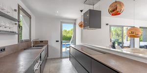 Villa in Santa Ponsa - Modernisiertes Anwesen mit Teilmeerblick (Thumbnail 7)