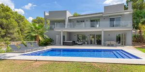 Villa in Santa Ponsa - Modernisiertes Anwesen mit Teilmeerblick (Thumbnail 1)