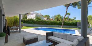 Villa in Santa Ponsa - Modernisiertes Anwesen mit Teilmeerblick (Thumbnail 3)