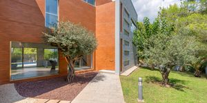 Villa in Santa Ponsa - Modernisiertes Anwesen mit Teilmeerblick (Thumbnail 2)