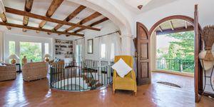 Středomořská vila s výhledem na moře v městečku Deiá, Mallorca (Thumbnail 2)