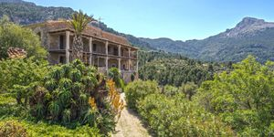 Historic country house with lots of charm and sea views in Estellencs (Thumbnail 1)