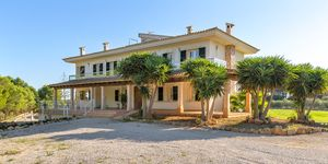 Spacious finca with pool in Ses Salines (Thumbnail 1)