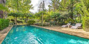 Luxury villa with large plot in Esporles (Thumbnail 1)