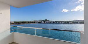 Renovated beach apartment for sale in Santa Ponsa (Thumbnail 1)