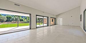New build villa with large plot in Esporles (Thumbnail 2)