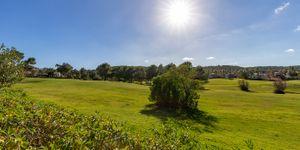 Golfvilla in erster Linie zum Golfplatz und Blick ins Grüne (Thumbnail 3)