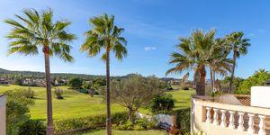 Golfvilla in erster Linie zum Golfplatz und Blick ins Grüne (Thumbnail 4)