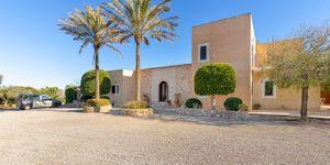 Finca in Portocolom - Mediterranes Landhaus mit Meerblick (Thumbnail 3)