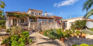 Mediterranean finca with sea views in Portocolom (Thumbnail 2)