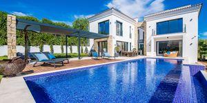 Exkluzivní a luxusní vila s výhledem na moře v Santa Ponsa, Mallorka (Thumbnail 1)