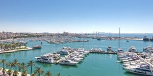 Spacious apartment with harbor views in Palma (Thumbnail 1)