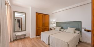 Spacious apartment with harbor views in Palma (Thumbnail 6)