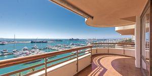 Spacious apartment with harbor views in Palma (Thumbnail 10)