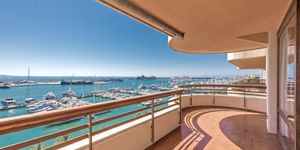 Spacious apartment with harbor views in Palma (Thumbnail 10)