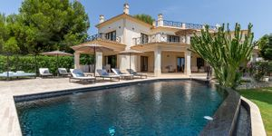 Exclusive villa in Nova Santa Ponsa (Thumbnail 1)