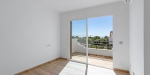 Modernized townhouse with sea views in Sol de Mallorca (Thumbnail 8)