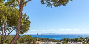 Reihenhaus in Sol de Mallorca - Modernisiertes Chalet mit Meerblick (Thumbnail 1)