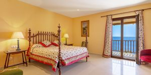 Villa in Cala Murada - Anwesen in erster Meereslinie mit Gästehaus (Thumbnail 10)