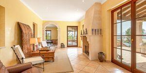 Beautiful villa with large pool in Santa Magdalena (Thumbnail 5)
