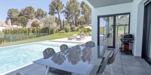 Modern villa with large garden plot for sale in Sol de Mallorca (Thumbnail 5)