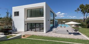 Modern villa with large garden plot for sale in Sol de Mallorca (Thumbnail 10)