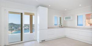 Modernisierte Villa mit fantastischem Meerblick über die Küste (Thumbnail 8)