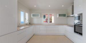Modernisierte Villa mit fantastischem Meerblick über die Küste (Thumbnail 10)