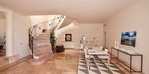 Elegante Luxus Villa auf großem Grundstück und Panoramablick (Thumbnail 5)