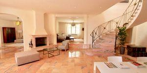 Elegante Luxus Villa auf großem Grundstück und Panoramablick (Thumbnail 4)