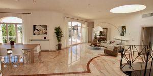Elegante Luxus Villa auf großem Grundstück und Panoramablick (Thumbnail 8)