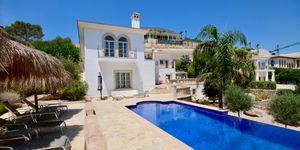 Elegante Luxus Villa auf großem Grundstück und Panoramablick (Thumbnail 1)