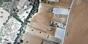 Land with project for house and pool in Montuiri (Thumbnail 2)