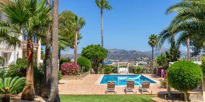 Luxury villa with sea views and a fantastic plot in Santa Ponsa (Thumbnail 1)