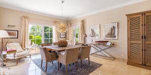 Luxury villa with sea views and a fantastic plot in Santa Ponsa (Thumbnail 9)