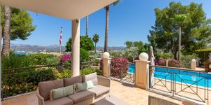 Luxury villa with sea views and a fantastic plot in Santa Ponsa (Thumbnail 6)