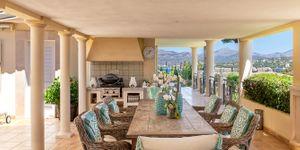 Luxury villa with sea views and a fantastic plot in Santa Ponsa (Thumbnail 3)